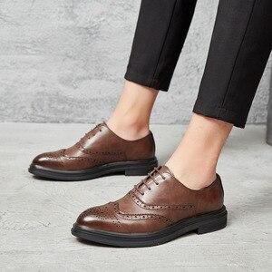 Image 1 - 2019 Men Dress Scarpe di Cuoio Oxford Scarpe Lace Up Casual Business Formale Scarpe Da Uomo di Marca Degli Uomini Scarpe Da Sposa