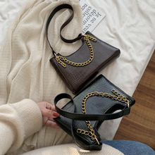 цена на 2020 new female bag shoulder bag hand-knitted strap shell bag oblique trans-ocean air button retro bag