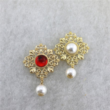 New  retro style hollowed-out pattern broochpearl coat sweater fashion rhinestone crystal brooches lapel pin
