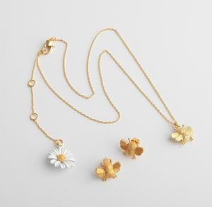 Image 2 - CSxjd New High quality luxury Personality white daisy sun flower bee open bracelet