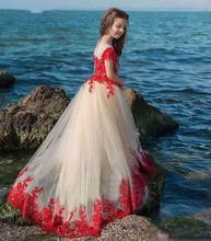 Кружевные платья с рукавами крылышками и аппликацией мягкие