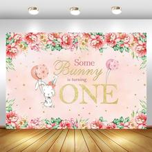 Некоторые кролик поворачивается один фон для фотографии розовый