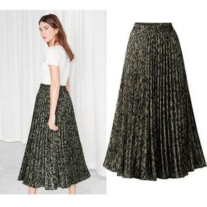 Image 3 - Họa Tiết Da Báo Váy Nữ 2020 Mùa Xuân Mới Thu Lưng Thun Một Đường Xếp Ly Midi Váy Dạo Phố