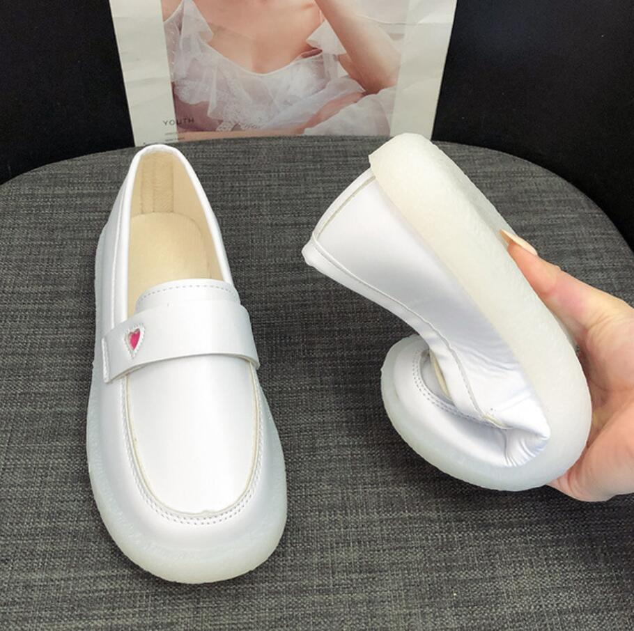 2020 Leather Ladies Flat Shoes Women Spring Soft Bottom Loafers Nurse Shoes White Slip-on Woman Comfortable Driving Shoes
