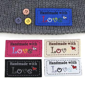 50szt ręcznie robione etykiety odzieżowe ręcznie robione z miłością etykiety na ubrania dzianiny kapelusze torby akcesoria do szycia 50*25MM tanie i dobre opinie CN (pochodzenie) Tkanina Nadające się do prania Etykiety w kształcie flag Znaczki do odzieży TŁOCZONA DO ODZIEŻY buty