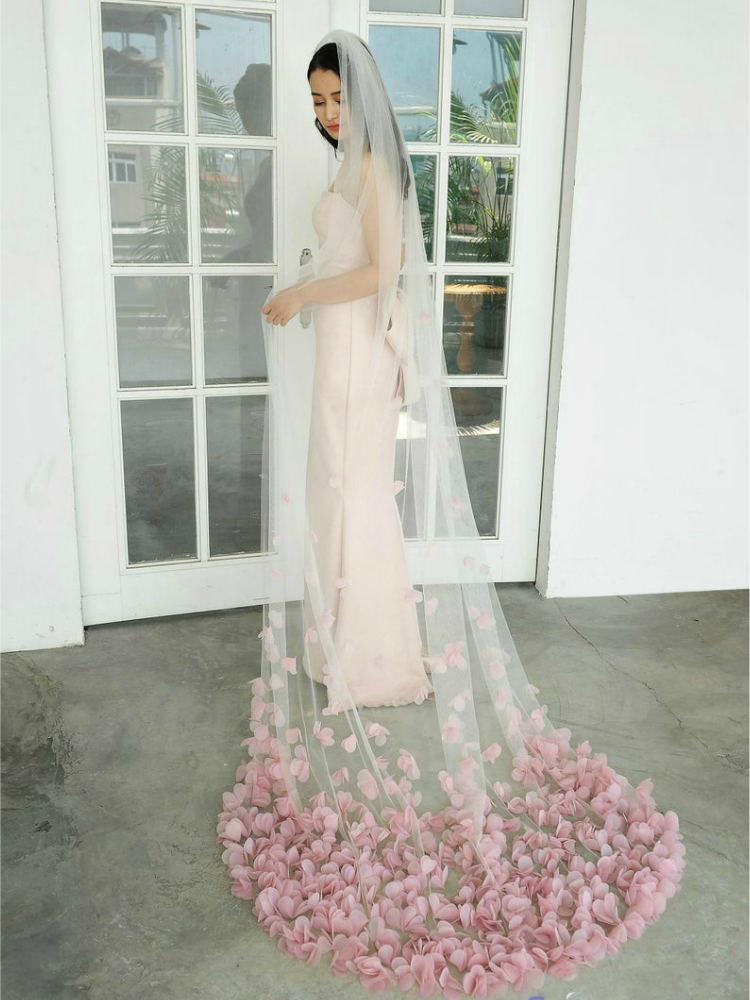 High End Customized Soft Tulle Woman Chapel Bridal Veils Blush Petals Veil For Bridal Unique Wedding Accessary