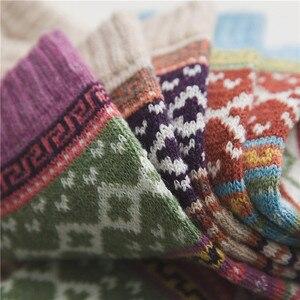 Image 3 - 5 زوج/وحدة جديد Witner سميكة الدافئة الصوف المرأة الجوارب خمر عيد الميلاد الجوارب جوارب ملونة هدية شحن حجم YM7020