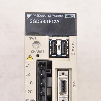 цена на Japan YASKAWA SGDS-01F12A 100W servo drive