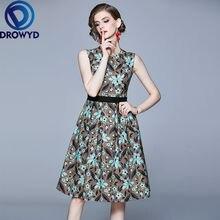 Модное платье миди с круглым вырезом без рукавов принтом для