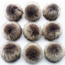 Atacado 10 pçs/lote crinkle resistente da pele do falso pom pom para gorros de malha bonés chapéus sacos chaveiro acessórios vestuário presente