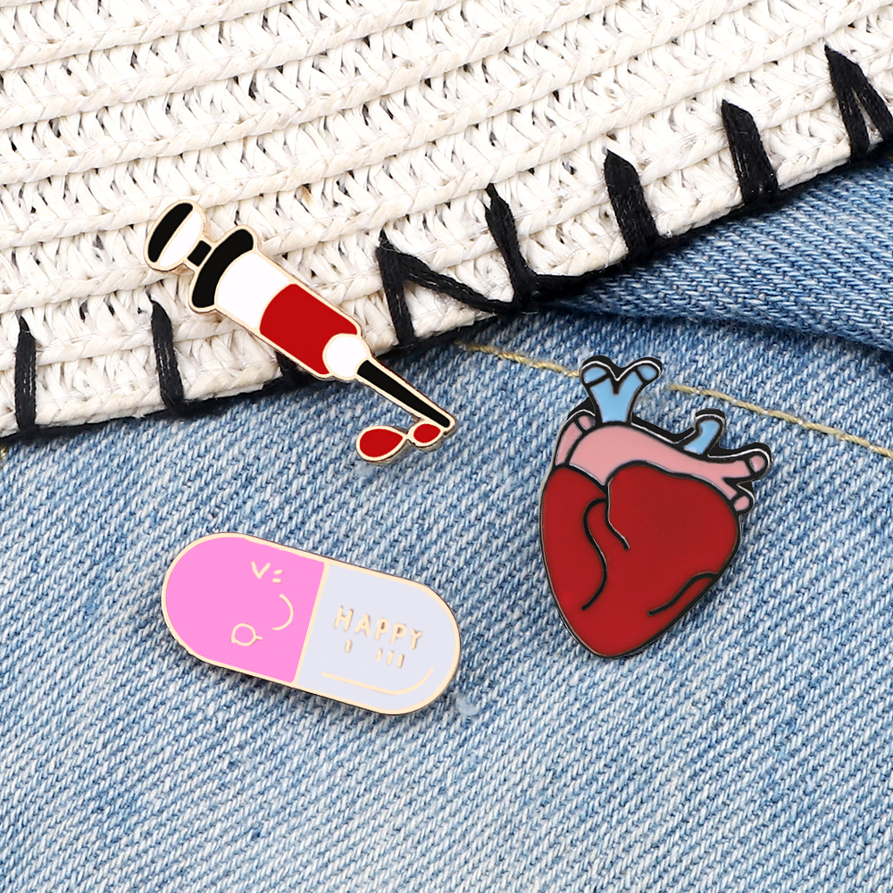 Syringe Enamel Pin Pink Pill Heart Brooches Denim Jackets Lapel Pins Medical Jewelry for Doctor Nurse Brooch Creative Badge