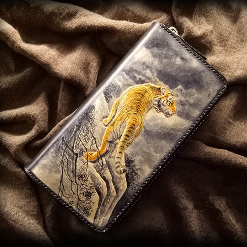 Handmade Wallets Carving King of Mountain Forest Tiger Purses Men Clutch Vegetable Tanned Leather Wallet Card Holder