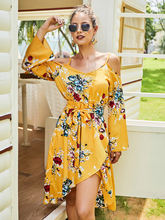 Женское асимметричное платье с поясом желтое приталенное открытыми
