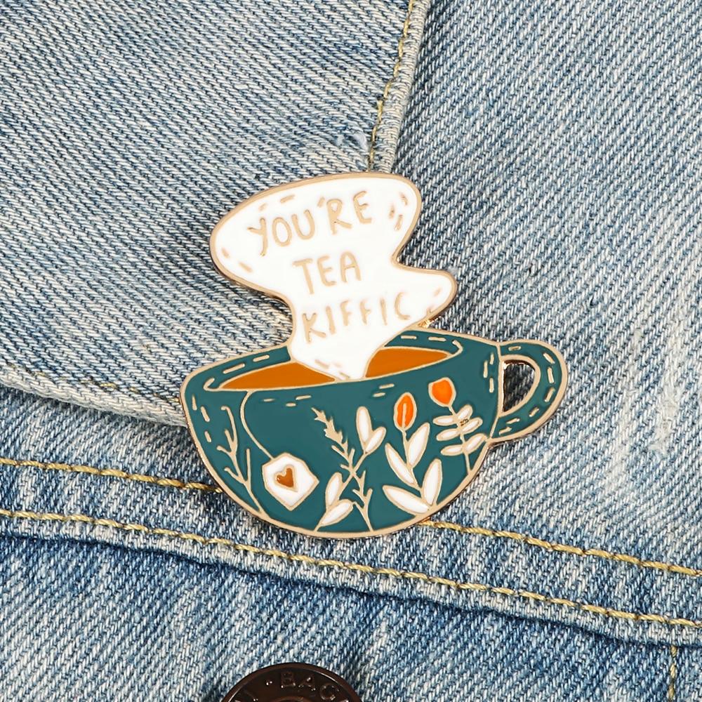 Брошь в виде чашки чая, кофе, зеленое растение, кружка, Мультяшные эмалированные заколки, джинсовая рубашка, заколка на лацкан, креативный зн...