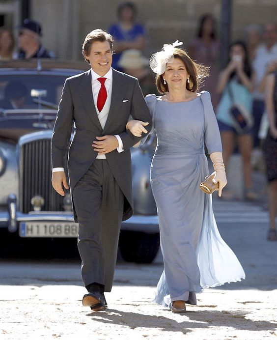 Gorgeous Mother Of The Bride Dresses With 3/4 Sleeves Scoop Silver Grey Pleats Wedding Guest Gowns