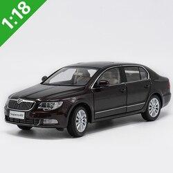 1:18 Skoda excelente aleación modelo coche Static Metal modelo vehículos caja Original para colección de regalos