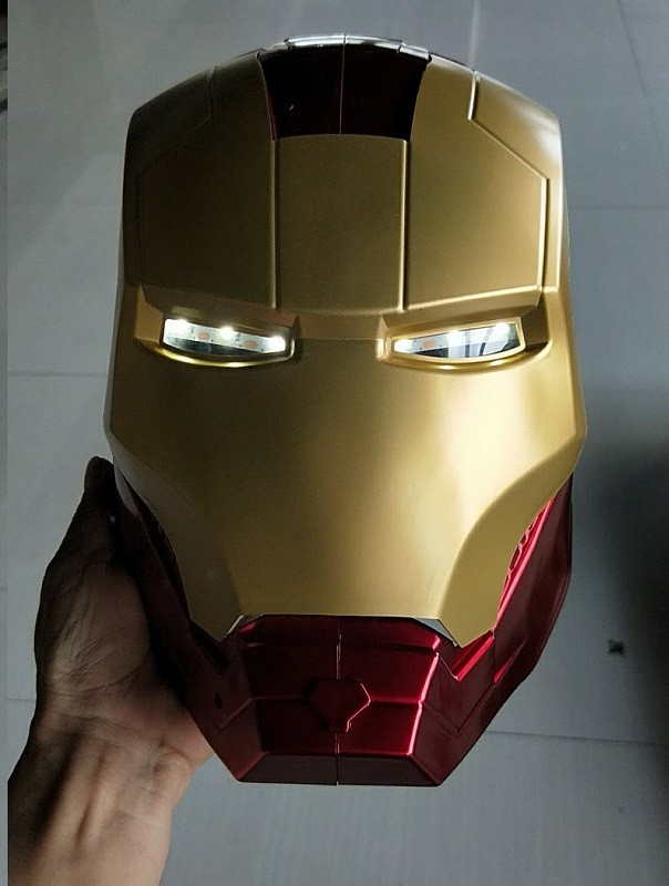 1pc High Quality LED IRONMAN Fer Homme Casque Full Face Ouverte Casque ABS Iron Man Cosplay Helmet Mask