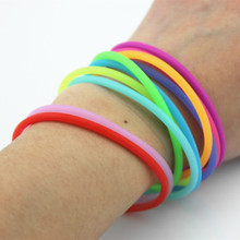 10pcs/set New Luminous Bracelet Glow In The Dark Silicone Wristband Boy&Girls Jewelery Bracelets for Unisex Random Color ringcase decorative glow in the dark silicone wristband bumper frame for iphone 5 5s pink