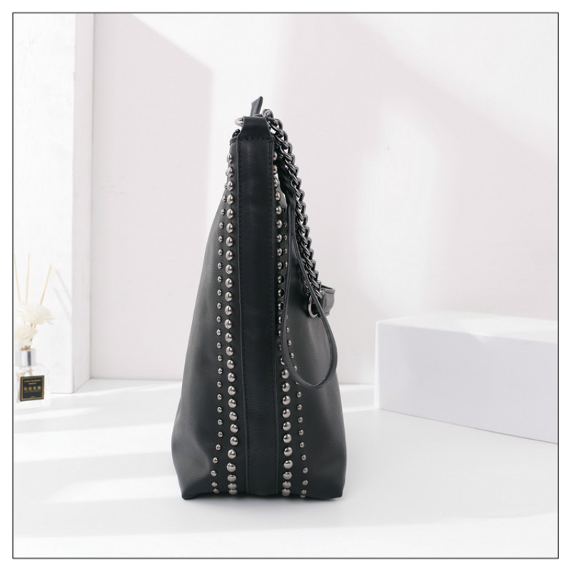 iVog New Arrival Everyday Female Small Fashion Messenger Crossbody Handbag Black Chain Clutch Bucket Bags for Women 2020