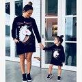 Imprimir Vestidos de Poliéster Outono Mãe Filha Família Dos Desenhos Animados Vestidos de Mãe E Filha Roupas Família Roupas Combinando Preto