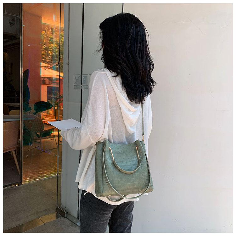 2020 new Women`s Bucket Shoulder Bags