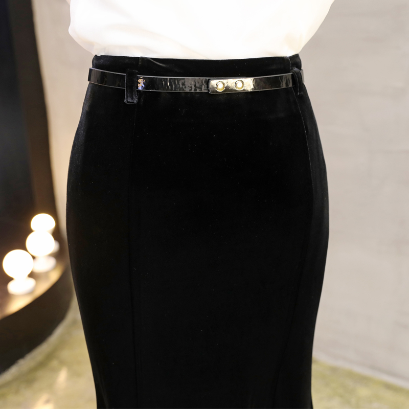 Image 4 - Осенне зимняя черная длинная юбка женская винтажная бархатная  длинная юбка Русалка с бесплатным поясом плюс размер Элегантная  велюровая юбка 2295LYЮбки