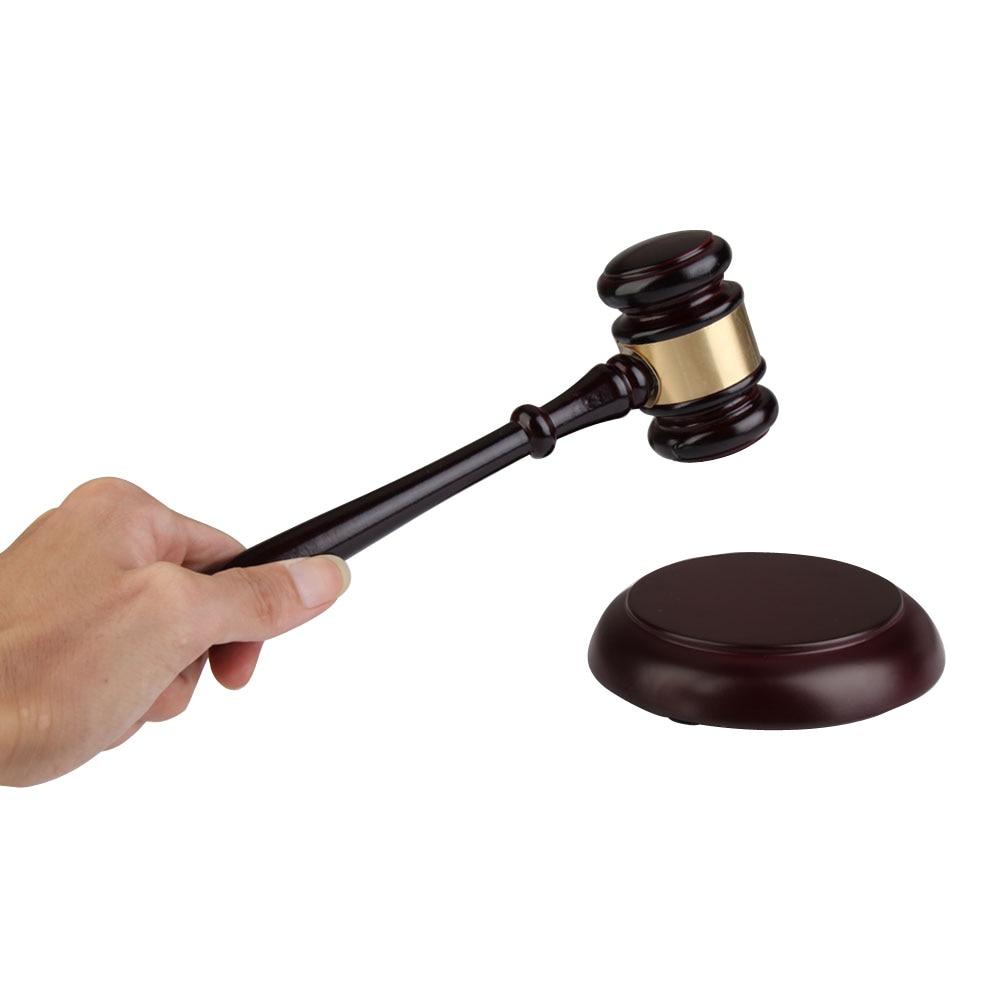 Main bois vente aux enchères marteau avocat juge artisanal droit cour vente marteau vente aux enchères décor