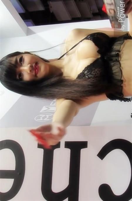 蜜臀女王哈霓萱换上情趣内衣,蜜臀和嫩乳呼之欲出好解放!