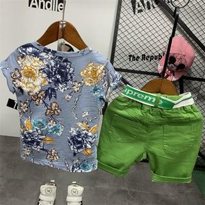 Image 4 - Conjunto de ropa de verano para niños, camiseta con estampado floral y pantalones cortos rasgados, WLG, 2 uds.