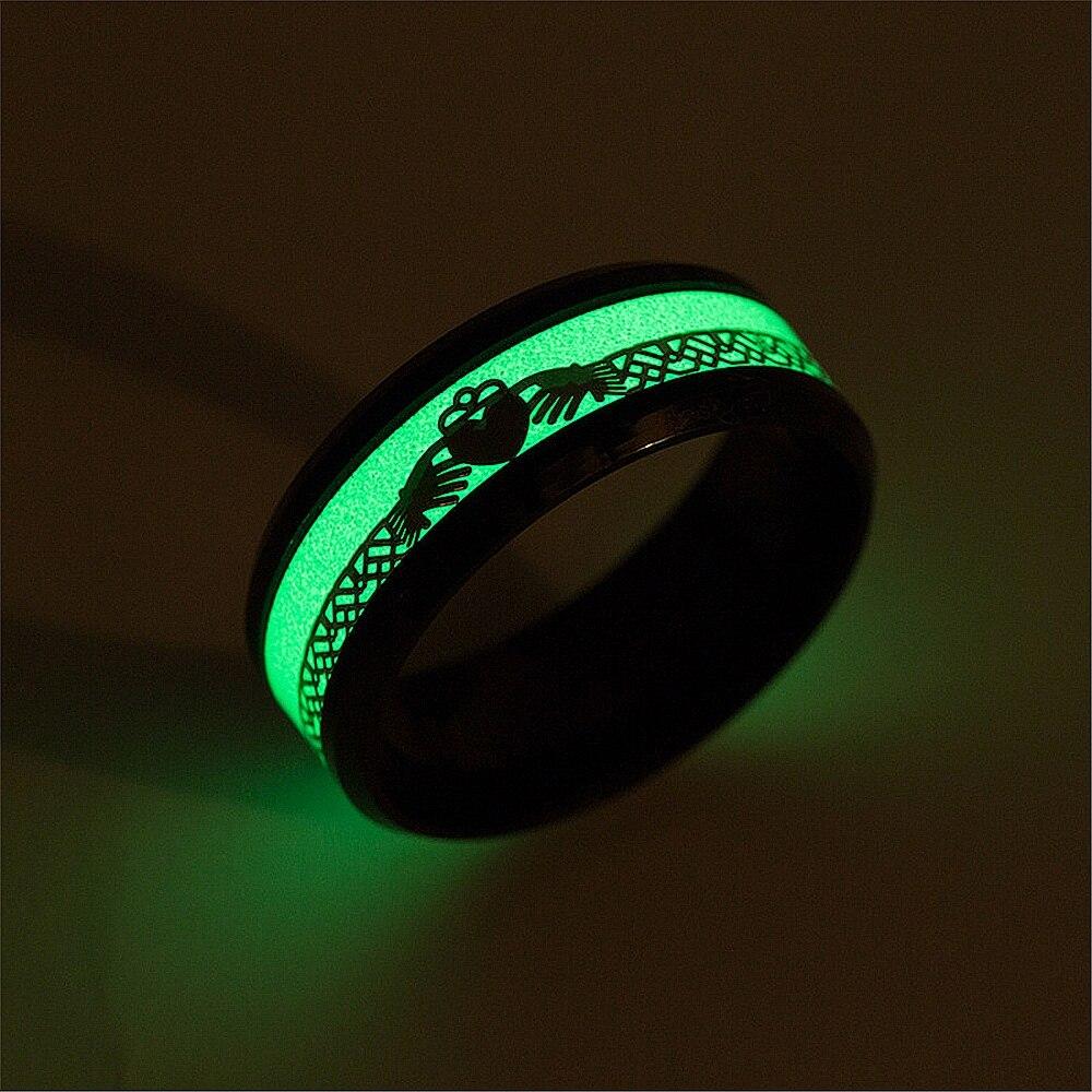 Классические светящиеся кольца claddagh с сердечками в обеих руках из нержавеющей стали из углеродного волокна, мужские и женские кольца, свети...