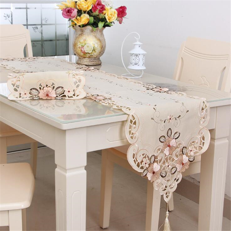 Classical Embroidered Table Runner Tablecloth Vintage Floral Lace Tassel Table Cloth Home Party Wedding Dinner Table Decor Cloth