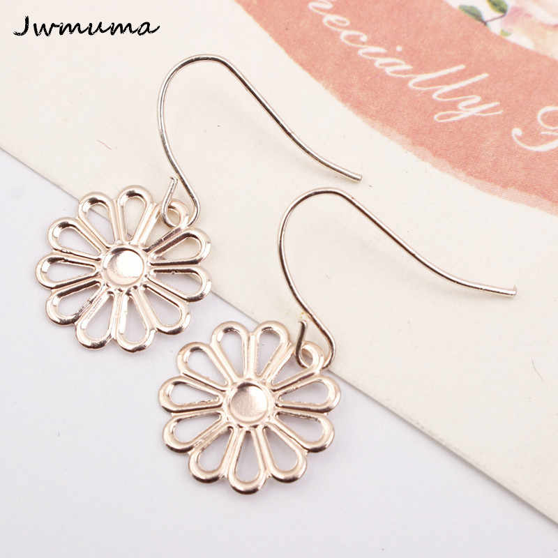 New Korean version Plum blossom earring Women's minimalist round temperament earrings Metal alloy jewelry accessories