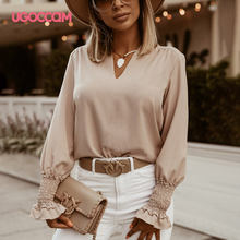 Женская блузка со складками на манжетах с v образным вырезом