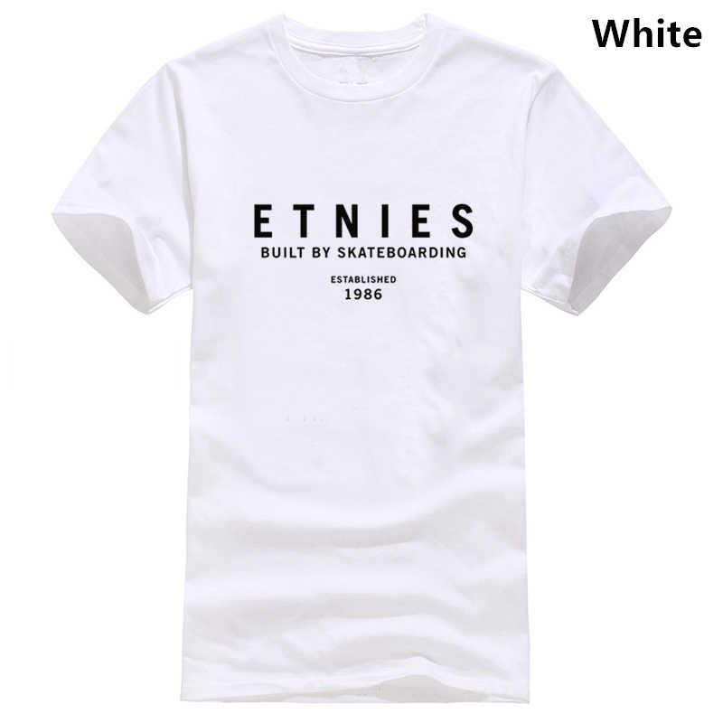 Etnies Gegründet Kurzarm T-Shirt in Senf
