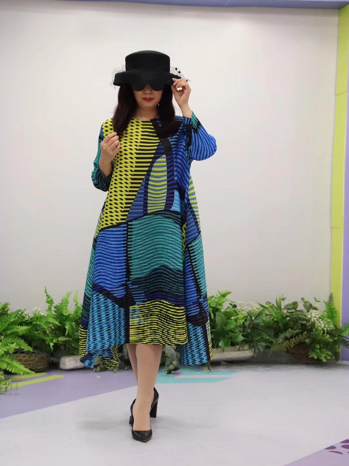 HOT SELLING Miyake Fold fashion stripe print o neck Nine points sleeve big A Line dress IN STOCK - 2
