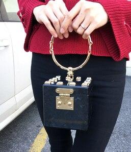 Image 3 - Dobrej jakości akrylowe metalowe pudełko na pierścionek w stylu fashion design diamentowa torebka damska kopertówka casual female flap 4 kolory