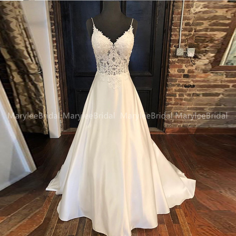 Elegant A-line Wedding Dresses Appliques V-neck Spaghetti Straps Vestido De Noiva Backless Custom White Ivory Wedding Gowns