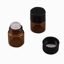 Sıcak satış 100x1ML Mini Amber cam şişe orifis redüktörlü ve siyah kapaklı 1/4 Dram küçük uçucu şişe