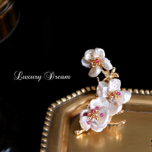 Vintage Pearl Flower Pins Brooch Special-shaped Pearls Enamel Pin Luxury Badge Brooches Overcoat Clothing Accessories