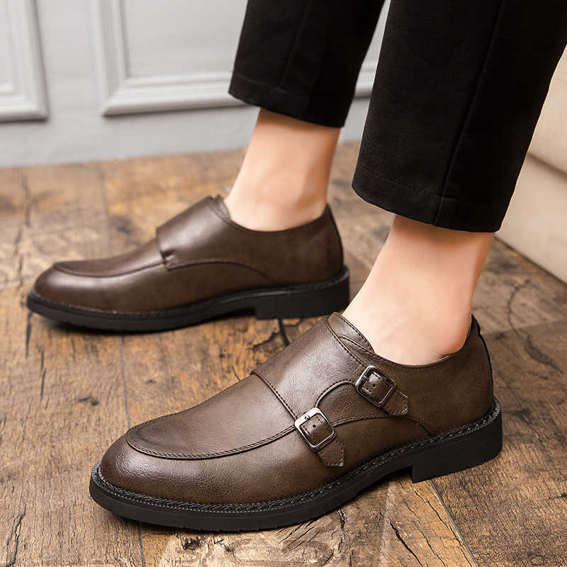 บุรุษอย่างเป็นทางการรองเท้าอิตาเลี่ยนสไตล์หนัง Loafers รองเท้าผู้ชายแฟชั่นสำนักงานธุรกิจ Elegant รองเท้าชาย Brown Derby รองเท้า
