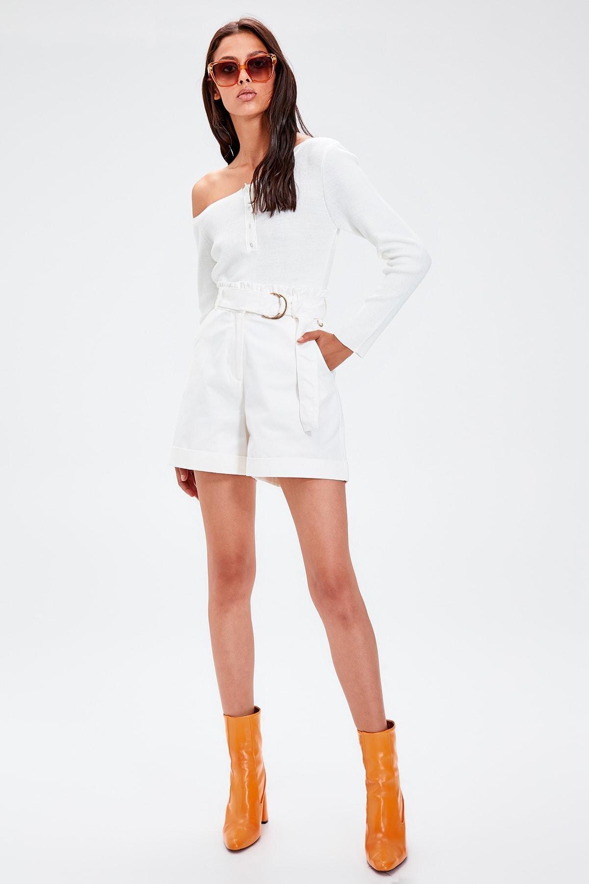 Trendyol White Arched Shorts TWOAW20SR0025