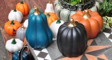 Countryside painting Ceramic pumpkins Garden scene Decorate a small gift for Halloween