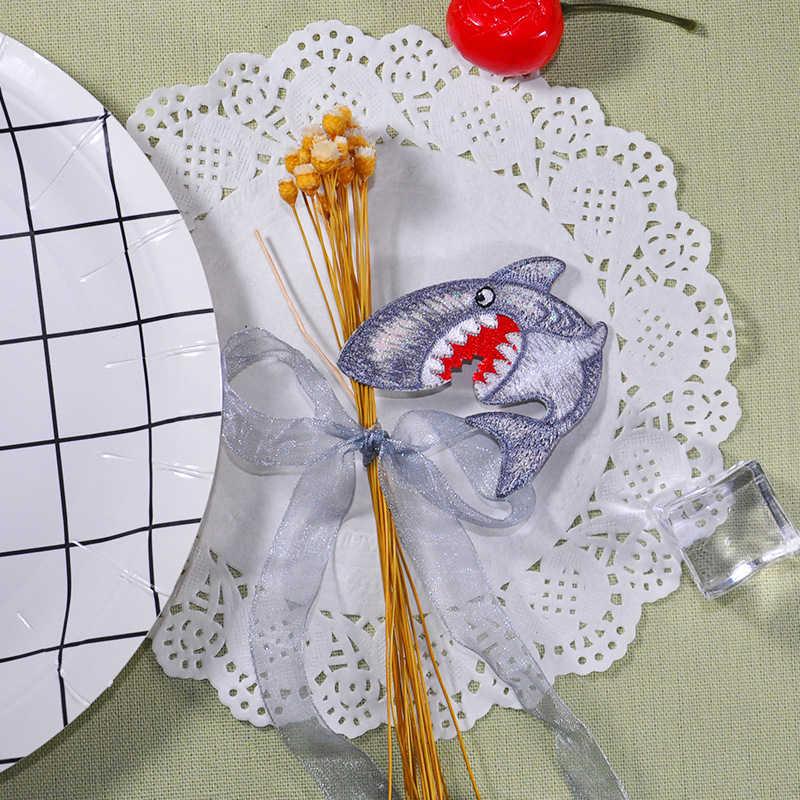 Rysunkowy rekin niebieska ryba syrenka haftowane naszywki żelazko na odzież kapelusz DIY paski naszywka ubraniowa naklejki plecak kurtka