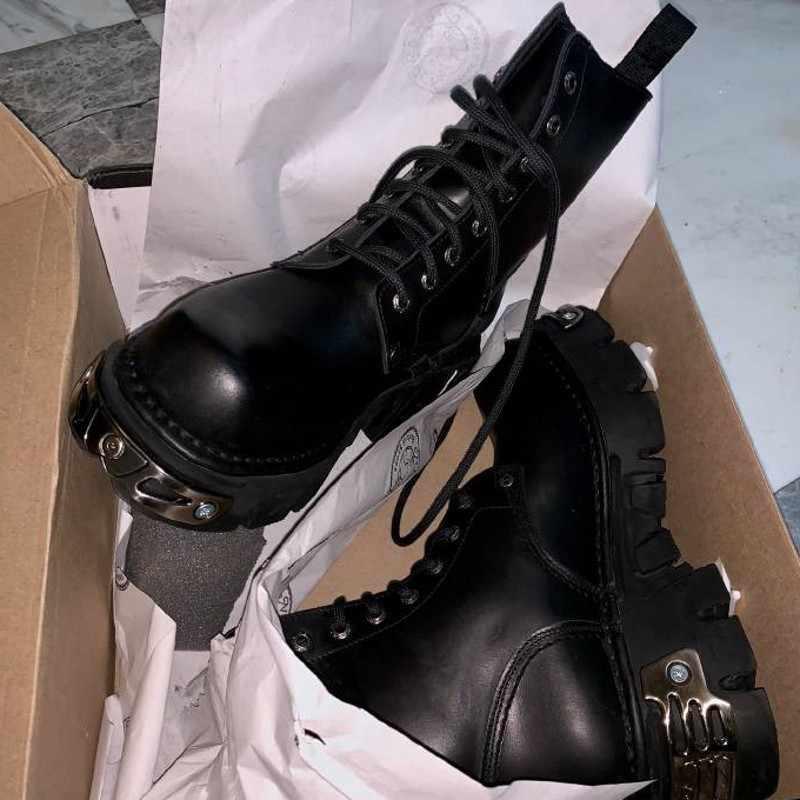 Sonbahar kış kalın alt motosiklet botları kadın Metal dekorasyon Vintage ayak bileği bağcığı çizmeler serseri platform ayakkabılar Botas Mujer