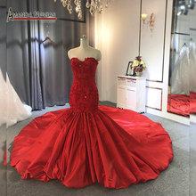 Robe de mariée rouge sans bretelles, encolure avec cœur, sirène