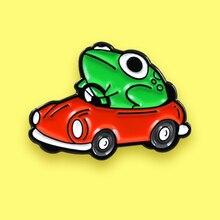 Мультяшная лягушка гоночная брошь автомобиль зеленая лягушка Вождение красный автомобиль эмаль шпильки для детей рюкзак животное лягушка значок новейшие ювелирные изделия Spille