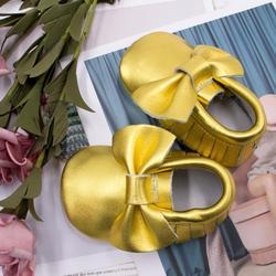 Połysk niebieski dziecięce buciki ze skóry naturalnej miękkie różowe złoto dziewczynek buty mokasyny dziecięce Fringe Bow buty do nauki chodzenia buty 0-24 miesięcy