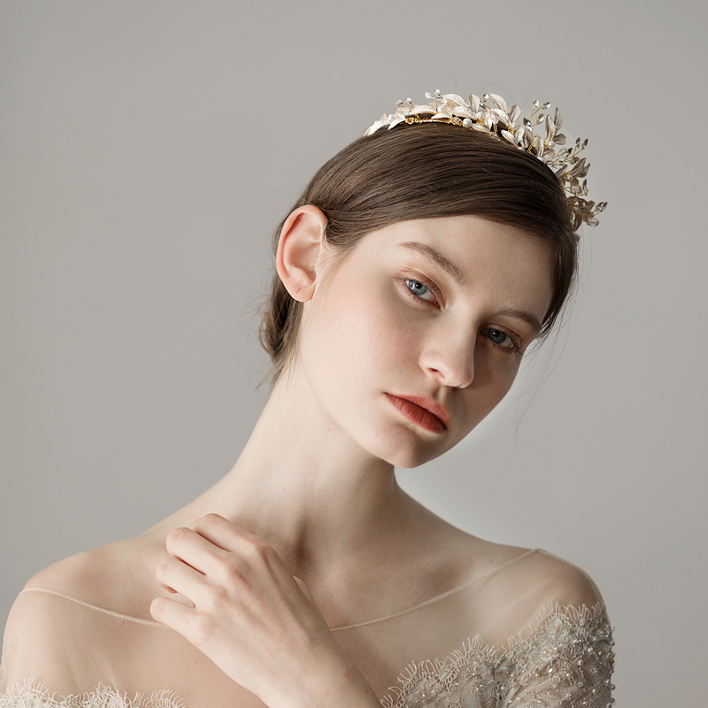 O398 White painted leaves crystal wedding hair accessories birthday queen crown handmade headpiece bridal wedding tiara