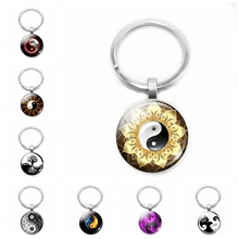 цена на 2019 Hot Black and White Two-color Super Popular Yin and Yang Keychain Glass Convex Round Pendant Yoga Zen Jewelry