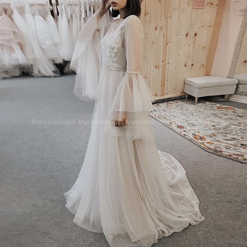 Scoop Neckline Beach Wedding Dress Long Flare Sleeves Backless Appliques Dot Tulle Sweep Train Bride Dresses Boho Wedding Gowns